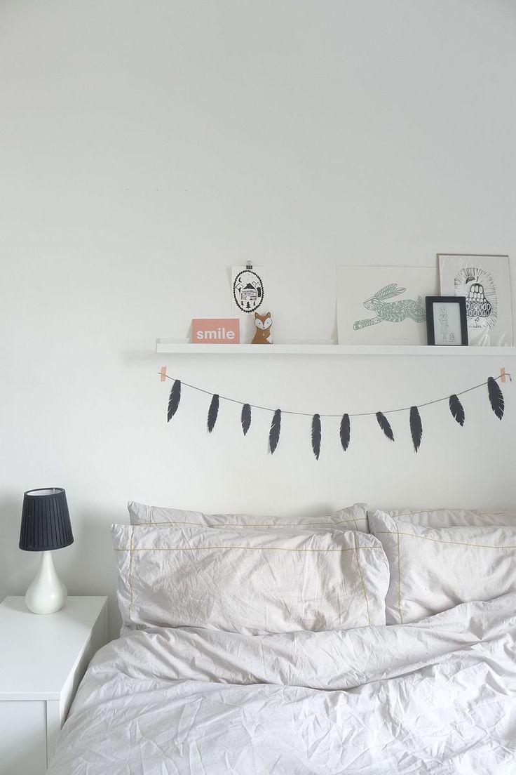 Рисунки над кроватью