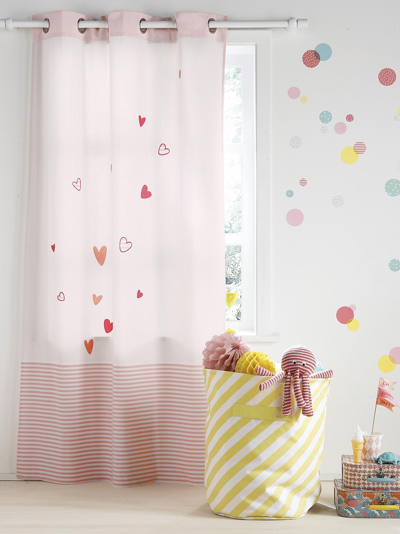 Дизайн штор для детской комнаты с сердечками