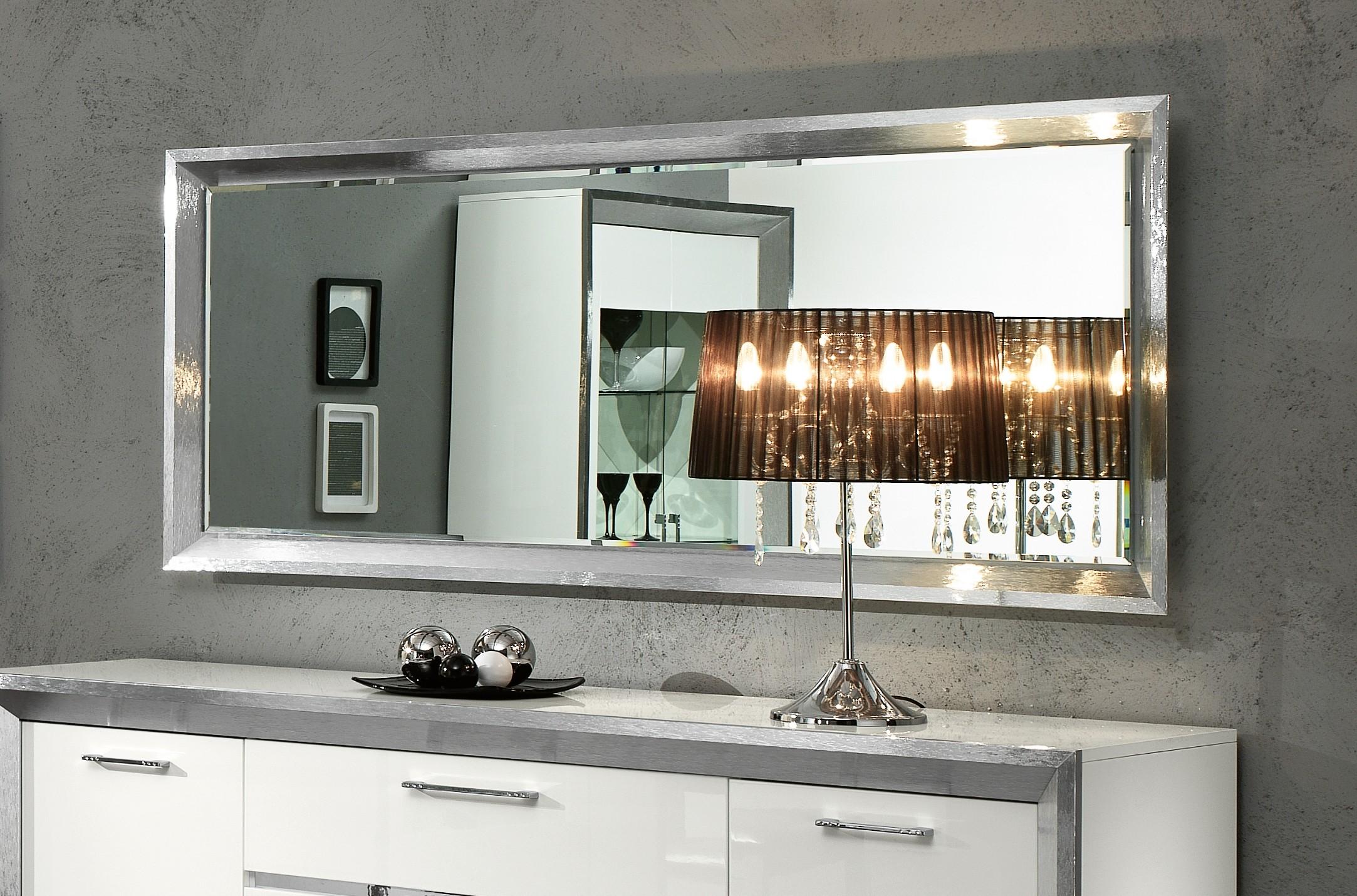 Серебряная рама для зеркала