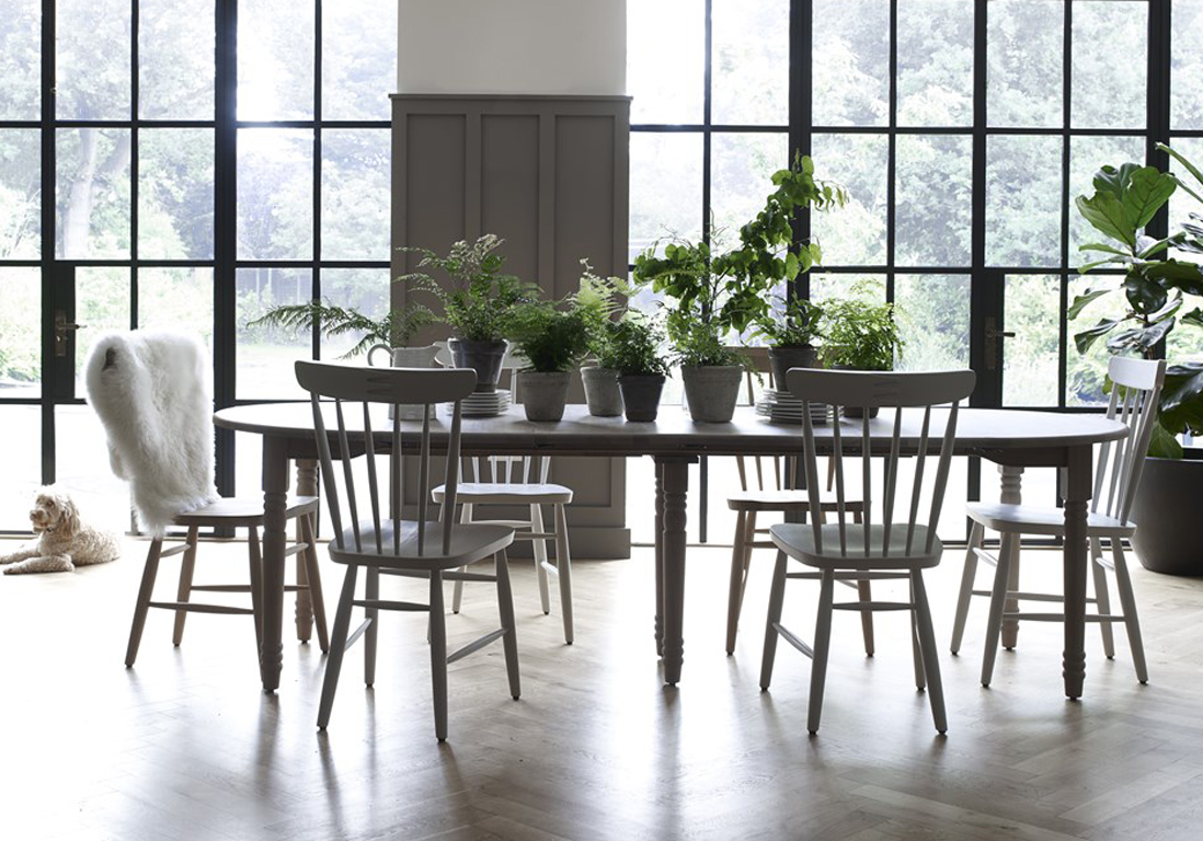 Серый обеденный стол