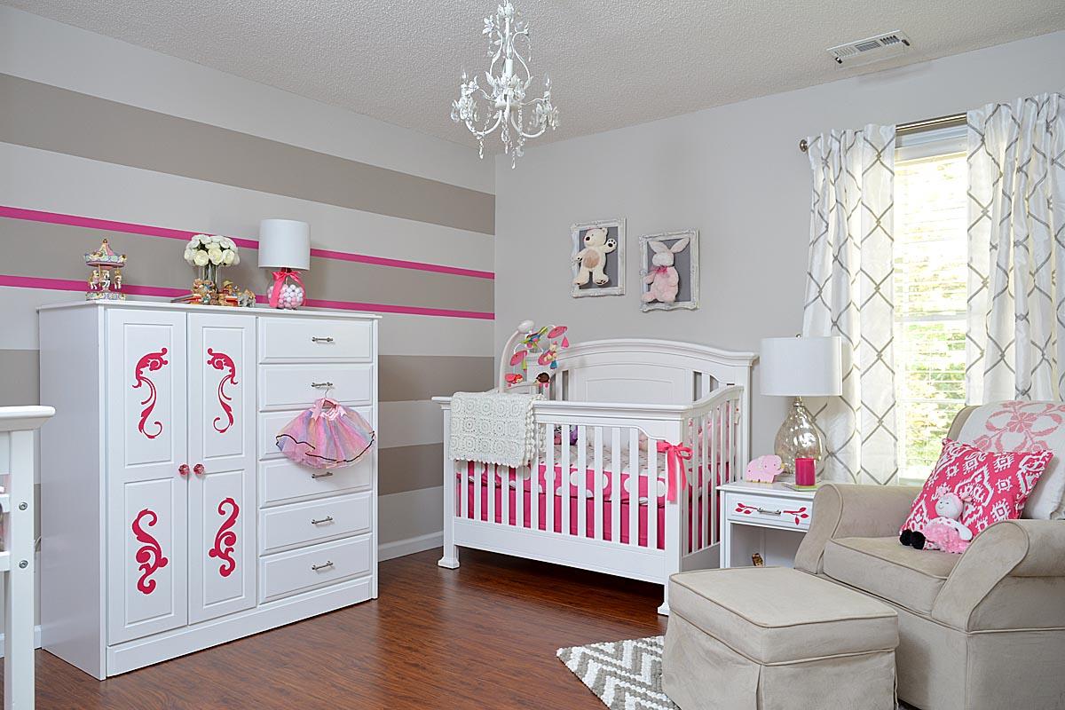 Дизайн штор для детской комнаты с серым рисунком