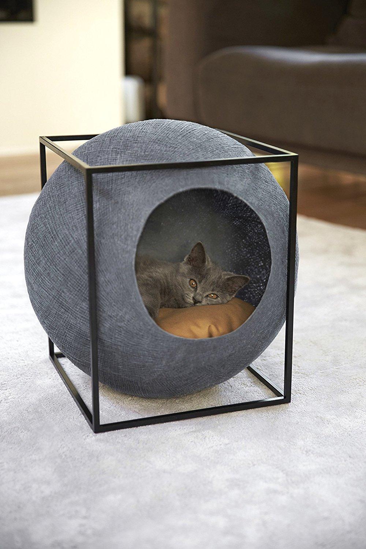Домик для кошки из шара