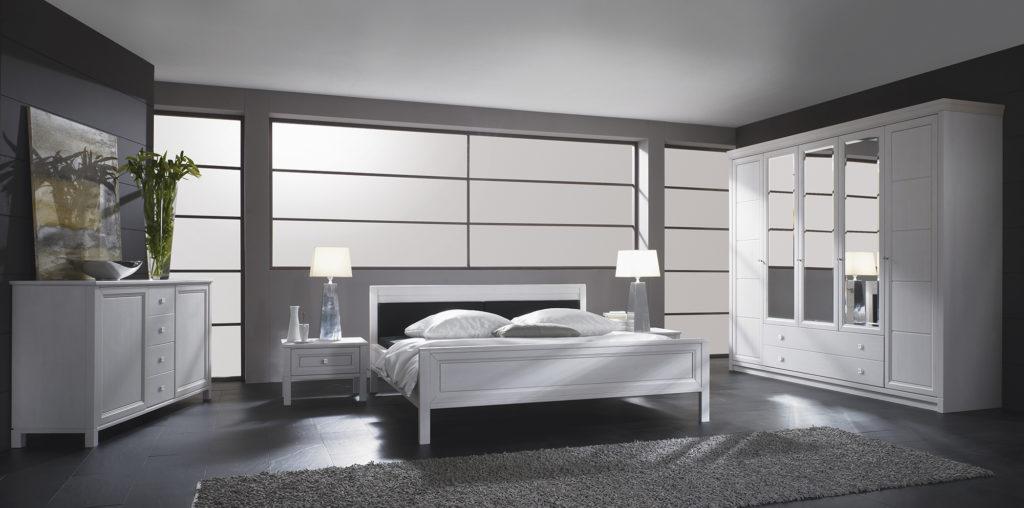 Белый шкаф с зеркальными элементами для спальни