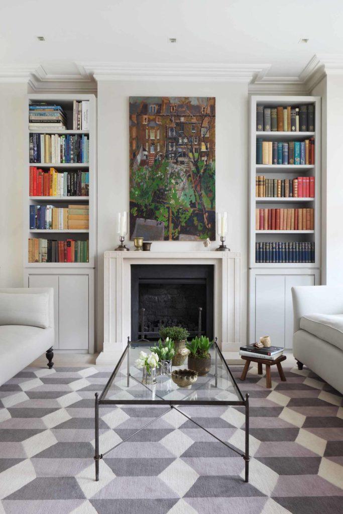 Светлые книжные шкафы для гостиной с камином