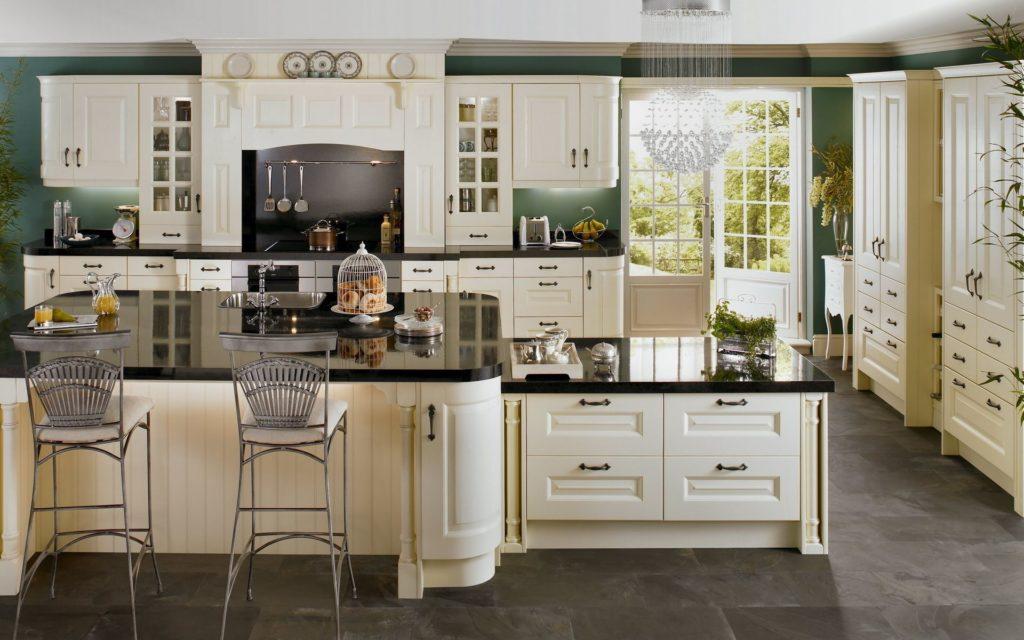 Вместительные кухонные шкафы
