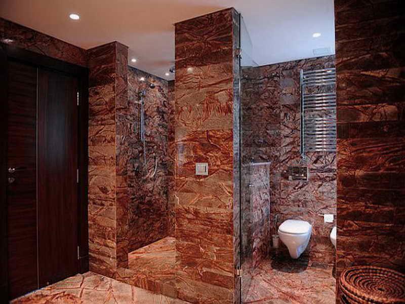 Интерьер ванной с мраморной плиткой