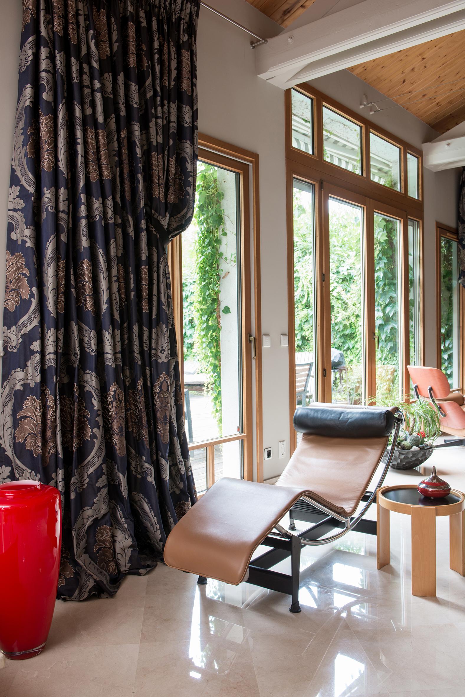Итальянский стиль в интерьере со шторами