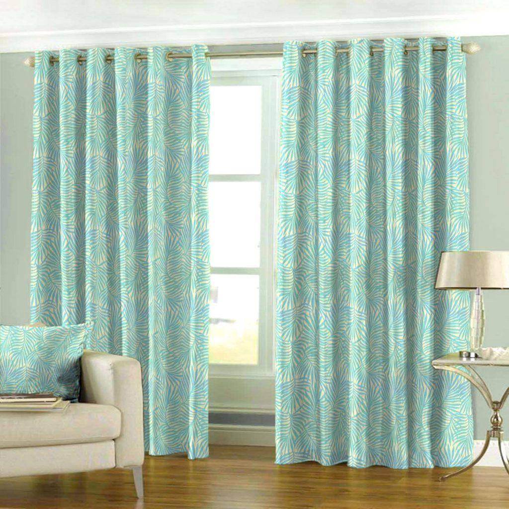 Яркие бирюзовые шторы на люверсах в комнате