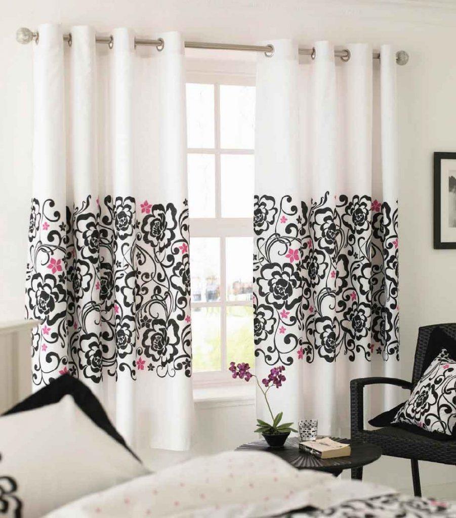 Белые шторы на люверсах с черно-розовым принтом
