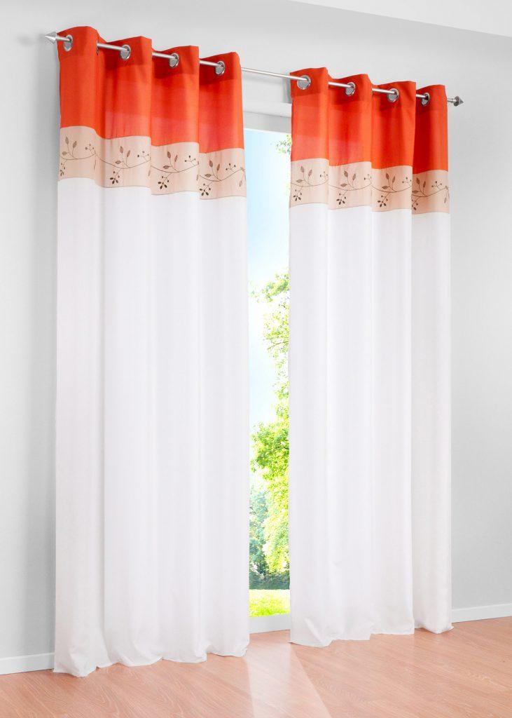 Оранжево-белые шторы на люверсах в деревенском стиле