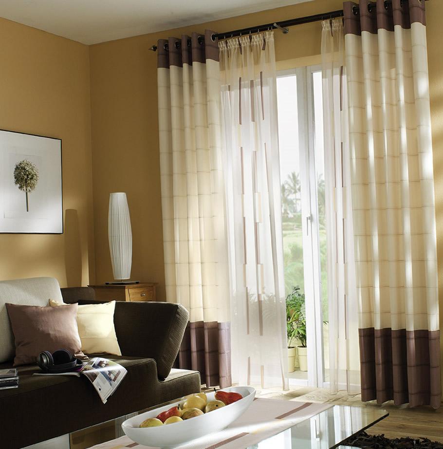 Сочетания тюля и плотных штор на люверсах в гостиной