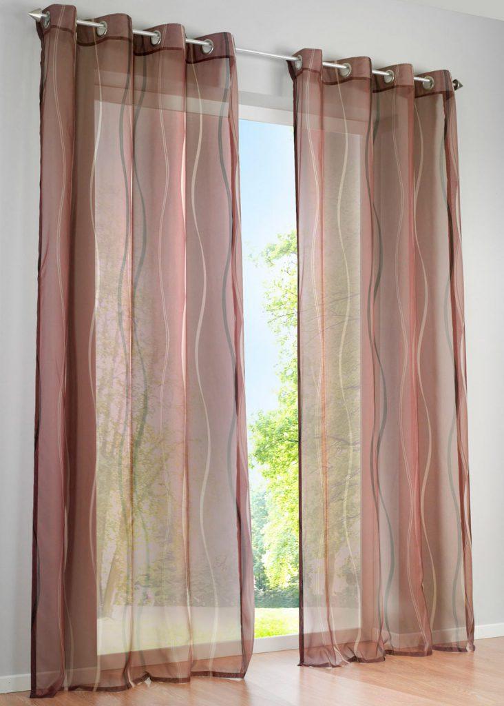 Полупрозрачные коричневые шторы с рисунком на люверсах
