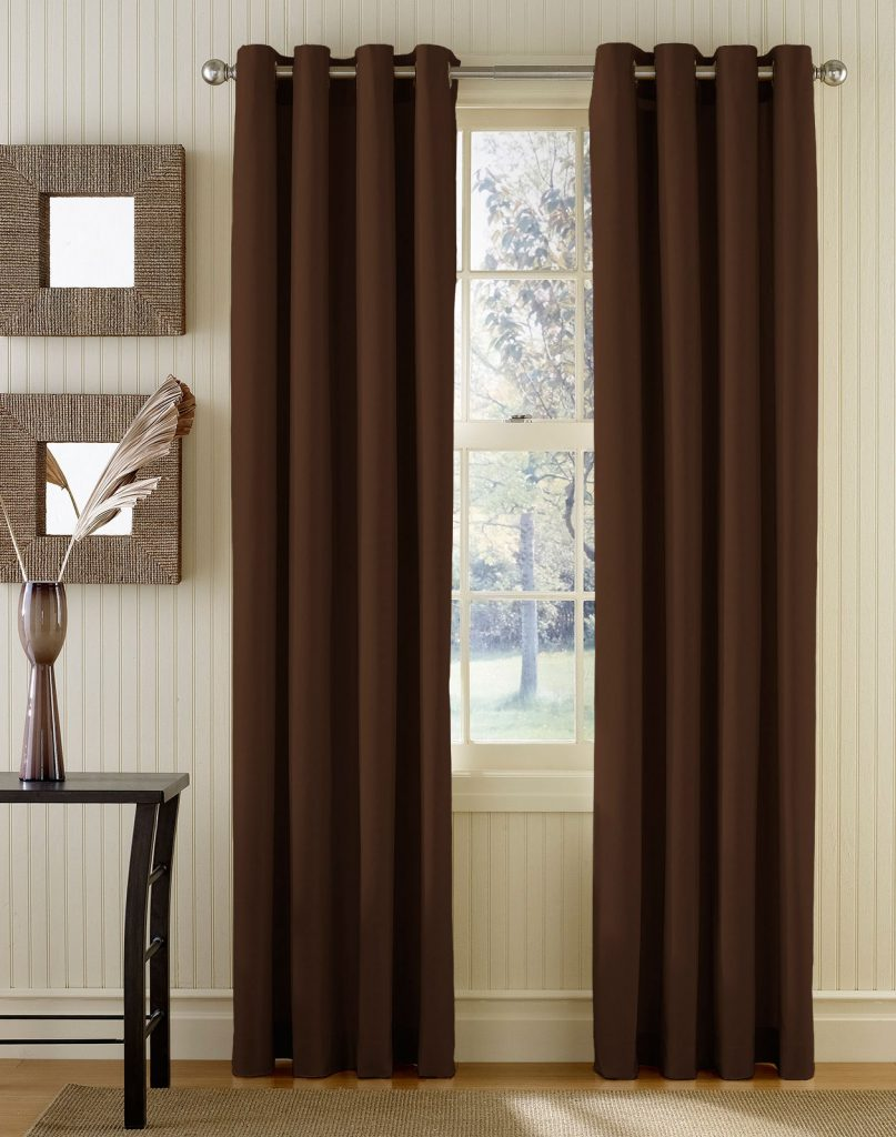 Коричневые плотные шторы на люверсах в светлом интерьере