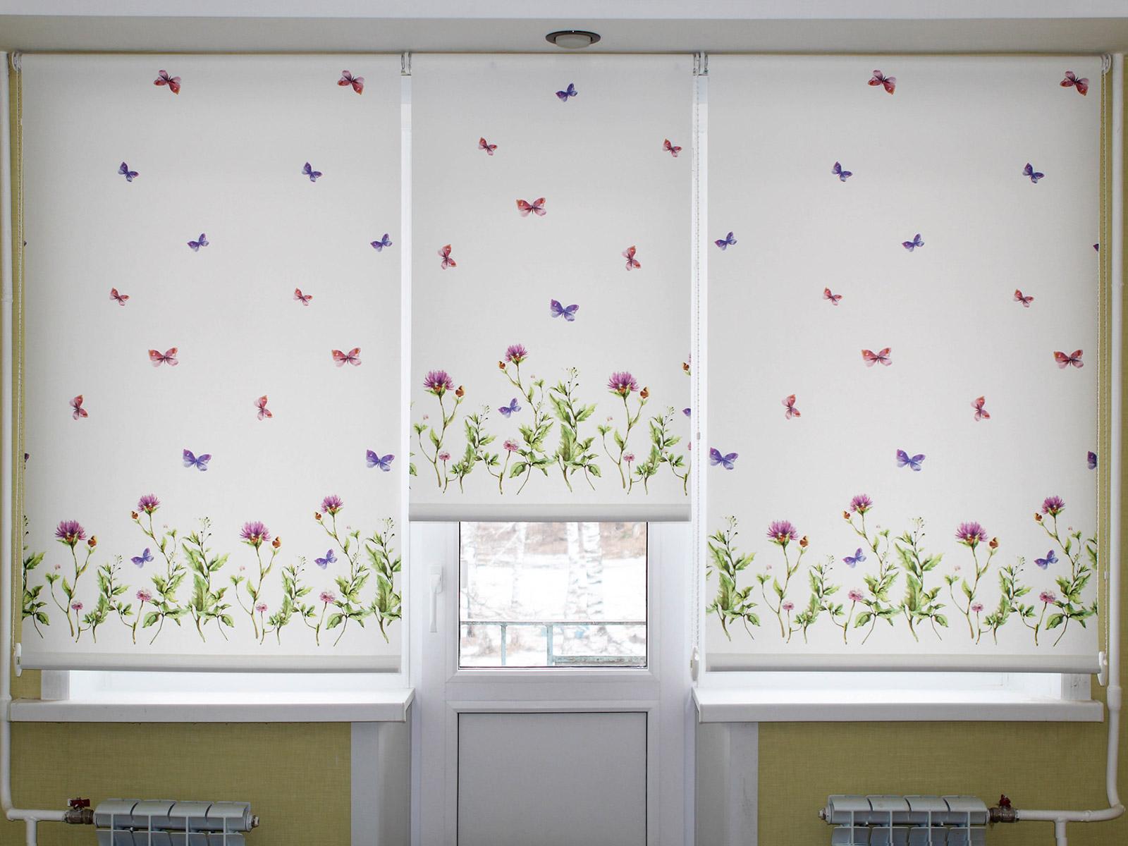 Белые рольшторы с бабочками в детскую комнату