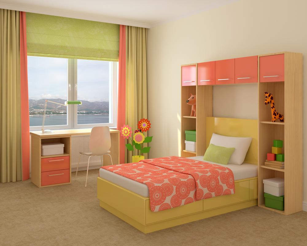 Зелено-коралловые шторы в детскую для девочки