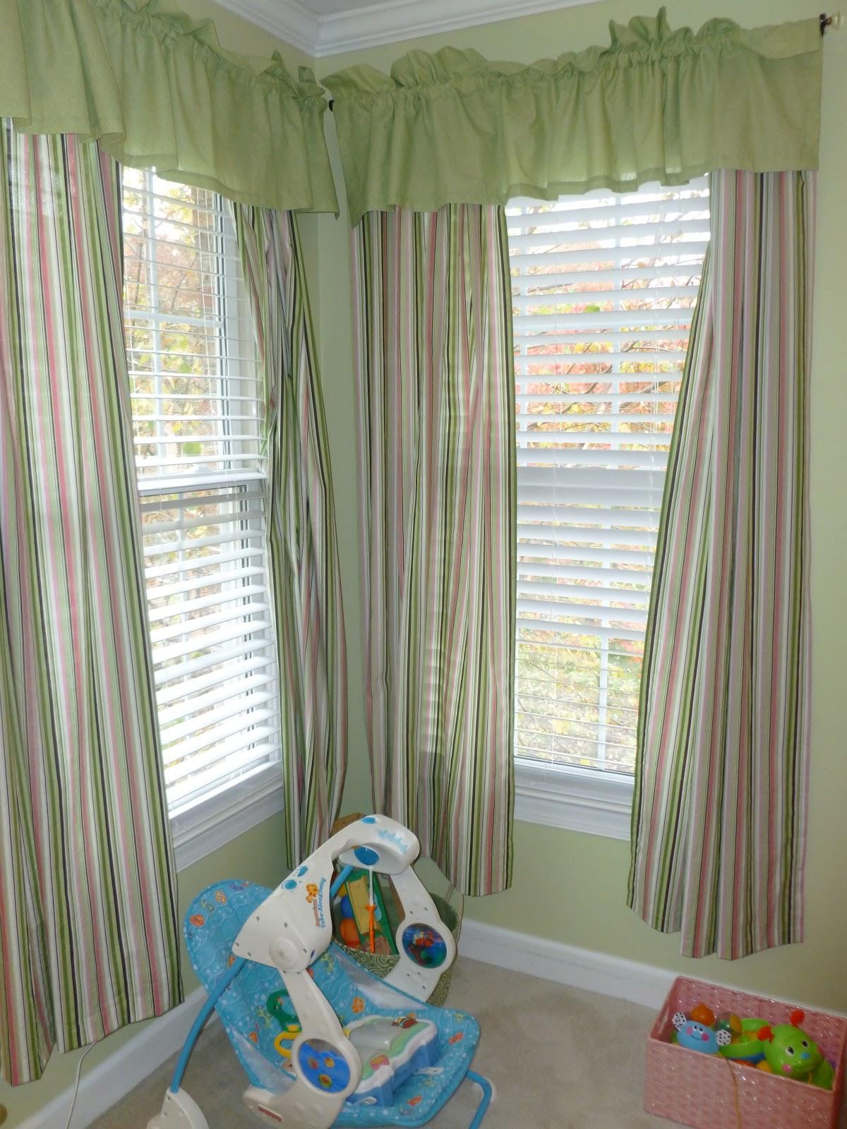 Сочетание жалюзи и обычных штор в интерьере детской