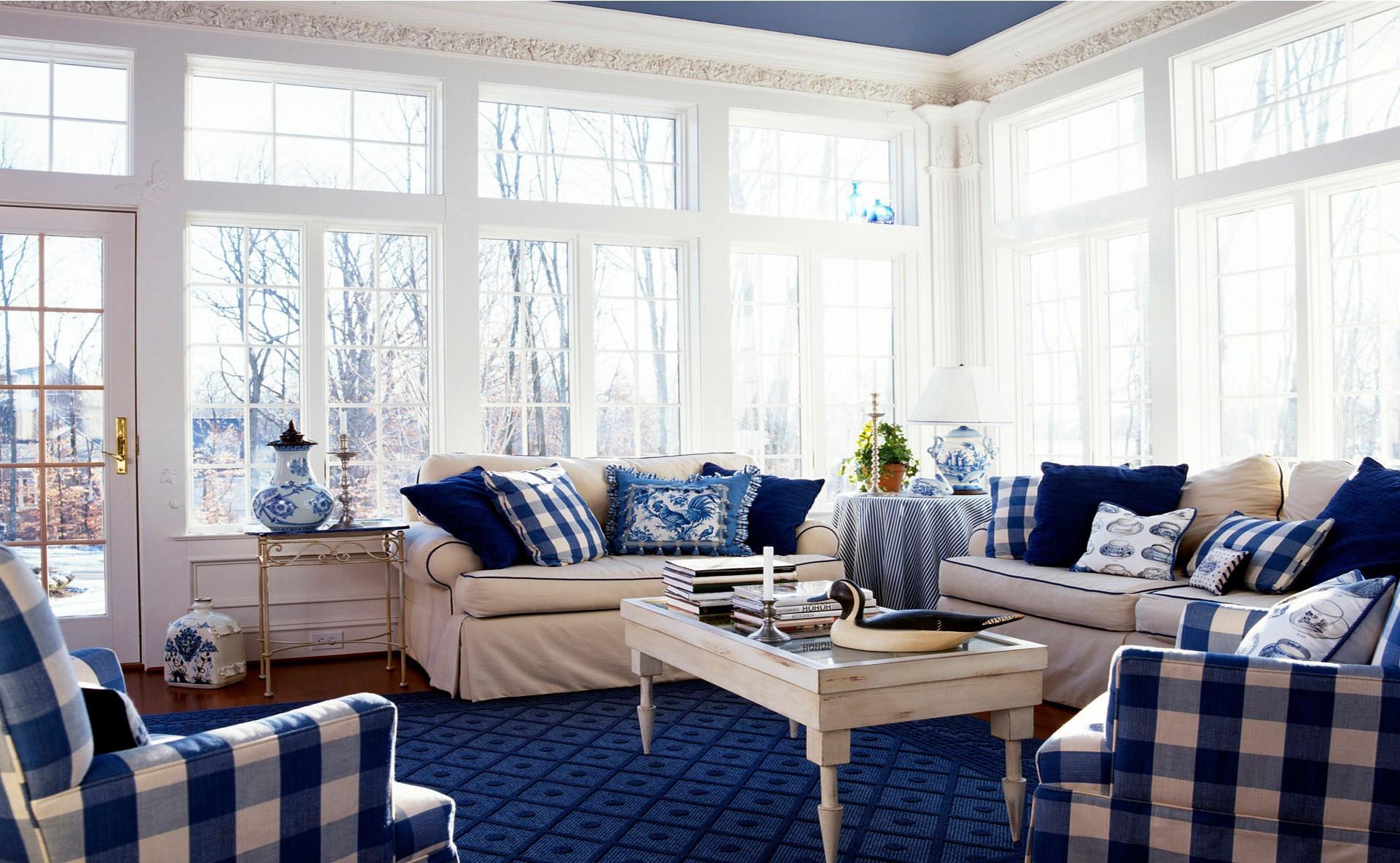 Сине-белый интерьер гостиной