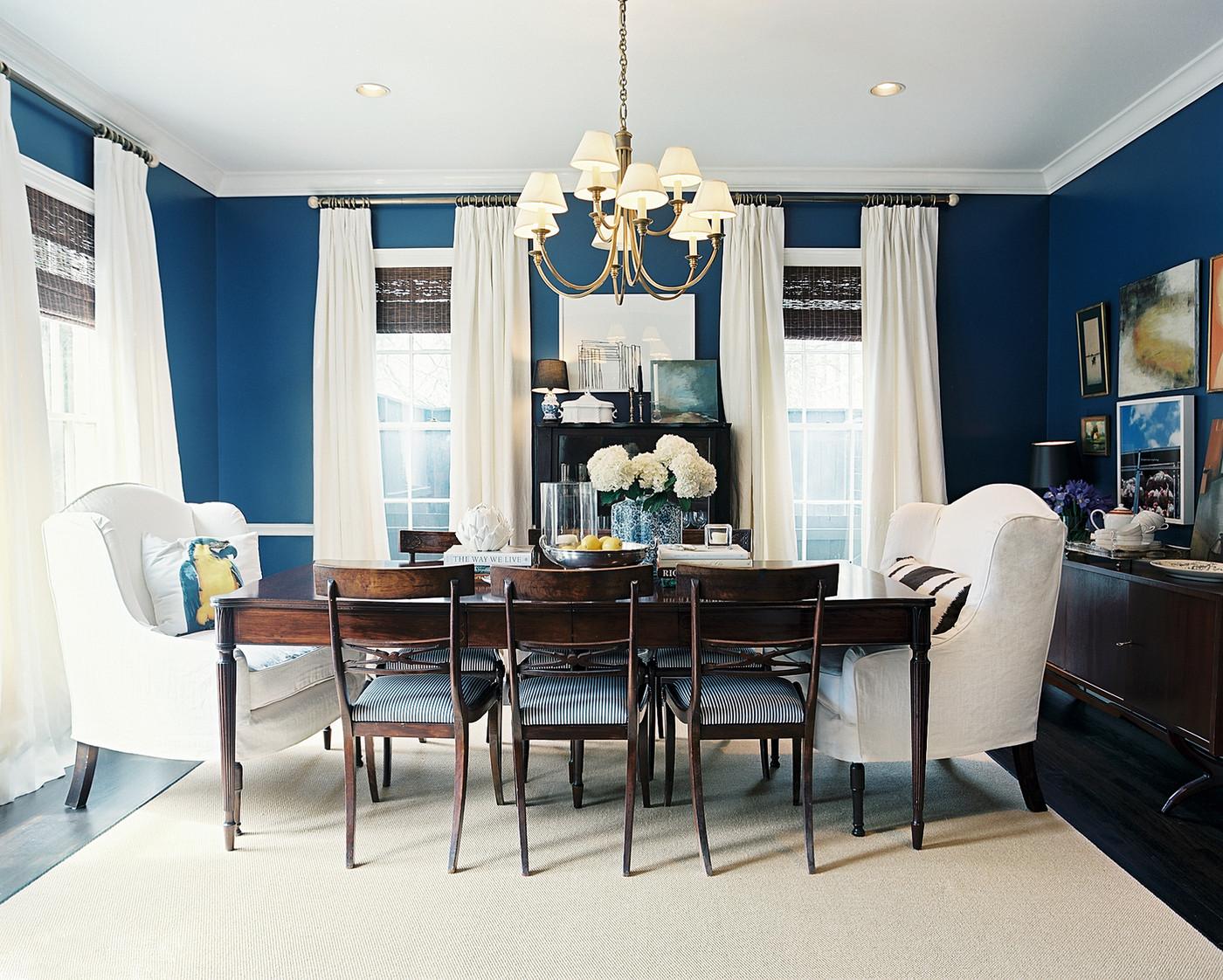 Синий, коричневый и другие цвета в столовой