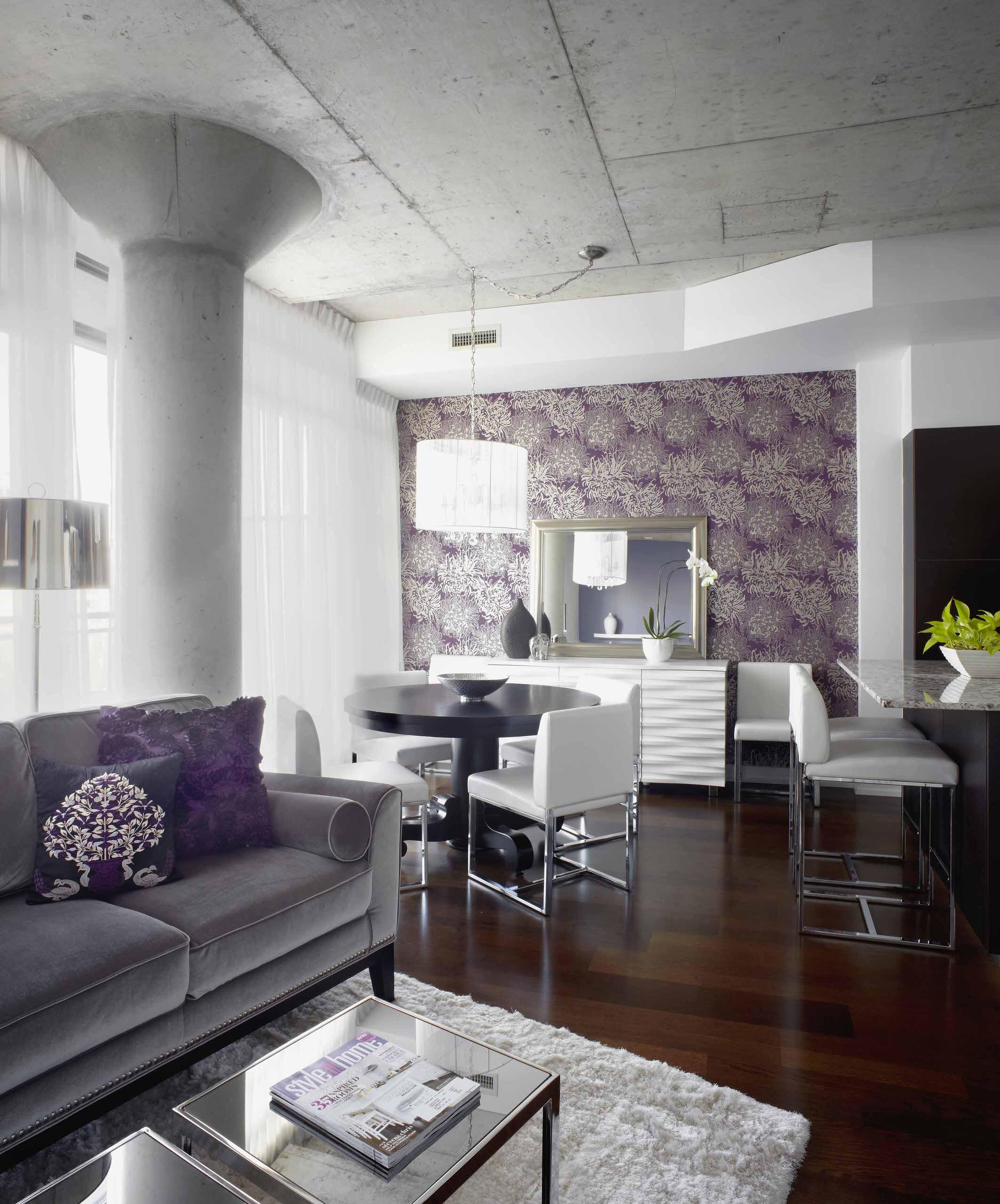 Сиреневый цвет в гостиной