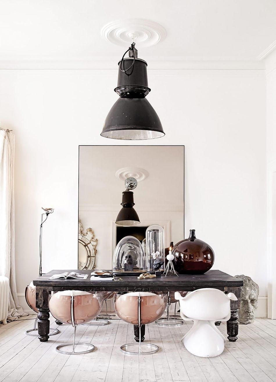 Состаренный обеденный стол