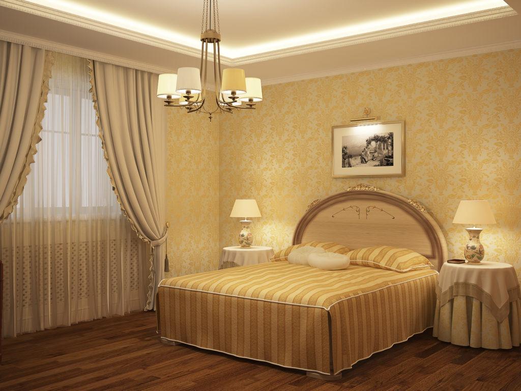 Золотистые обои с узором для спальни в стиле неоклассика