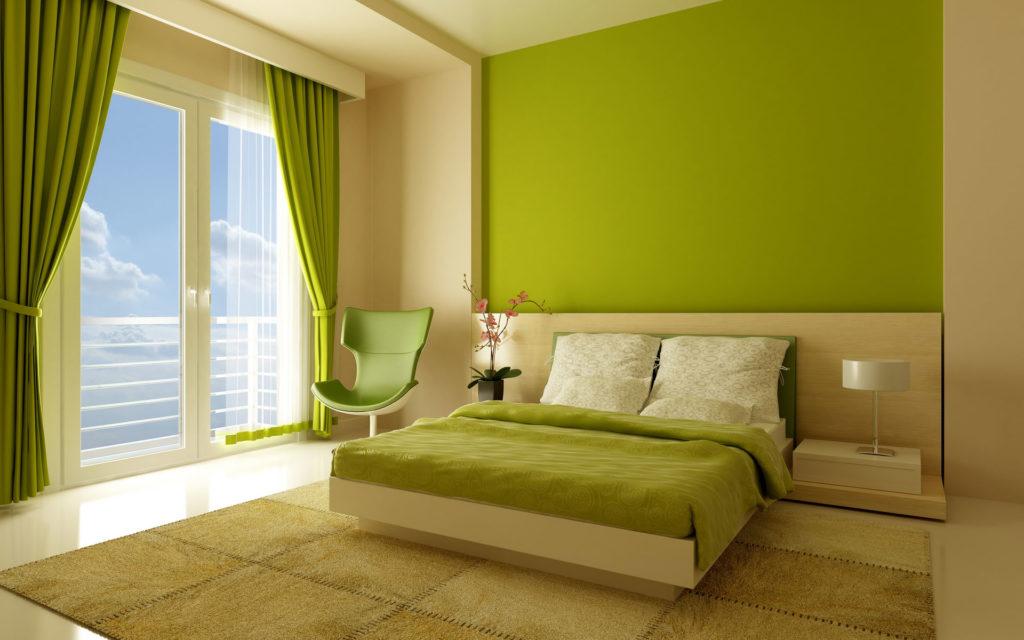 Сочетание кремовых и зеленых обоев в спальне