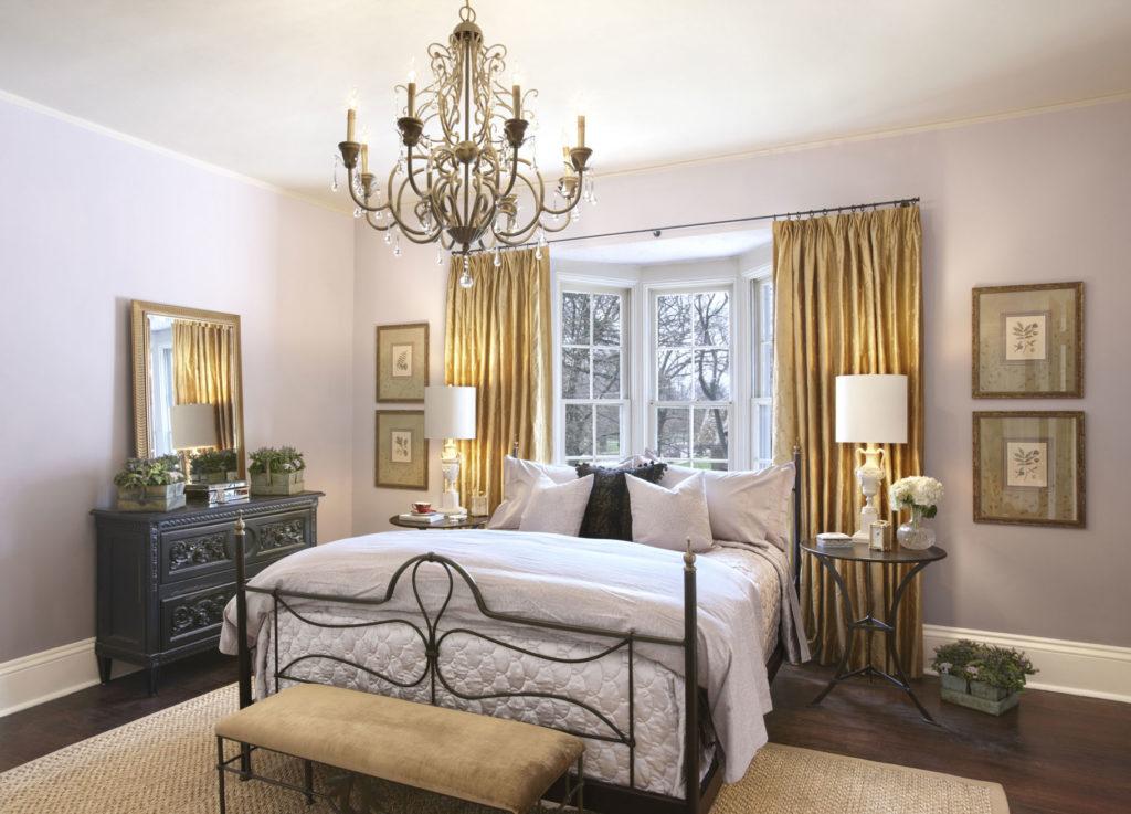 Светло-сиреневые обои для спальни