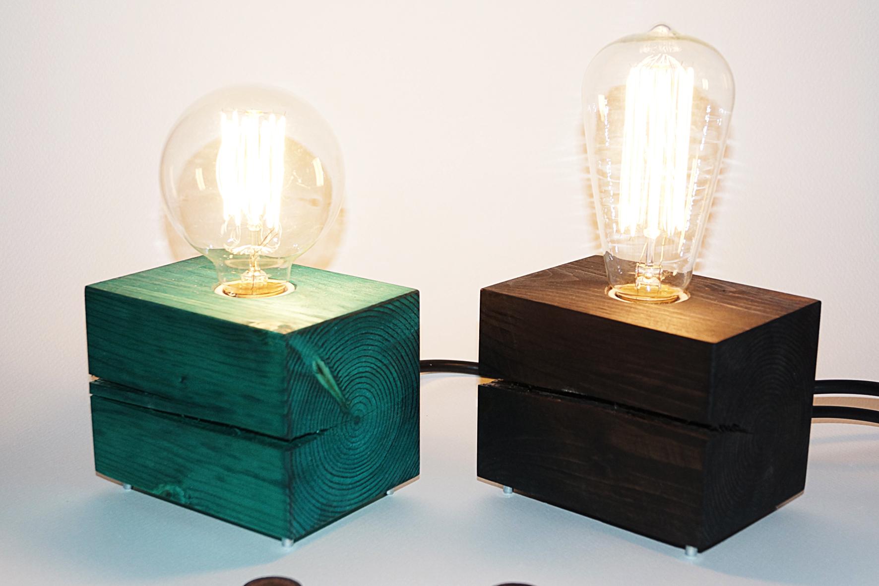 Необычные светильники с использованием окрашенного дерева
