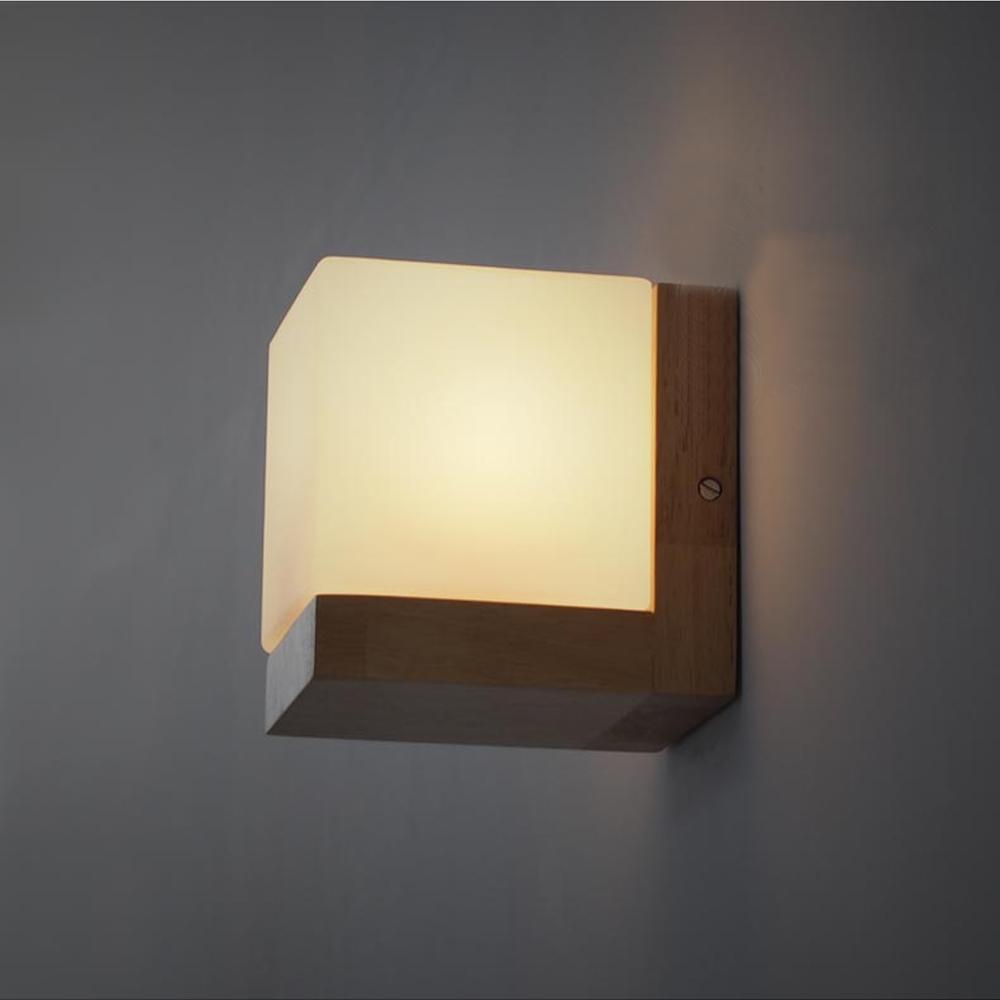 Прикроватный настенный светильник в форме куба