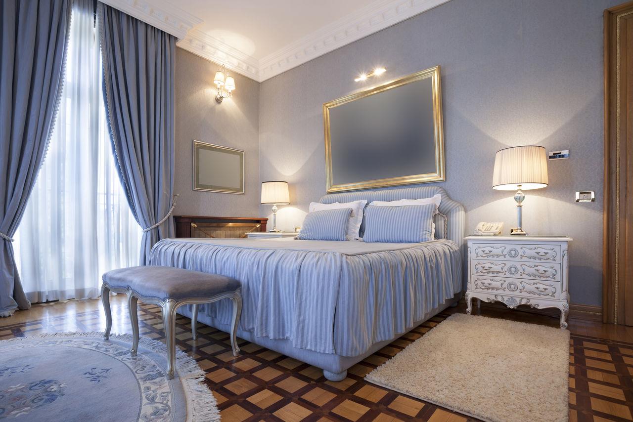 Настольные лампы и настенное освещение в спальне