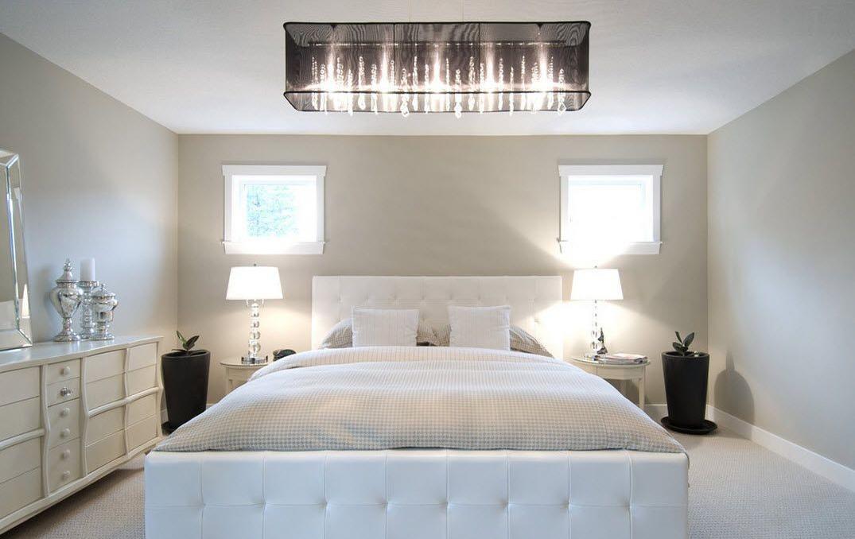 Прикроватные лампы в белой спальне