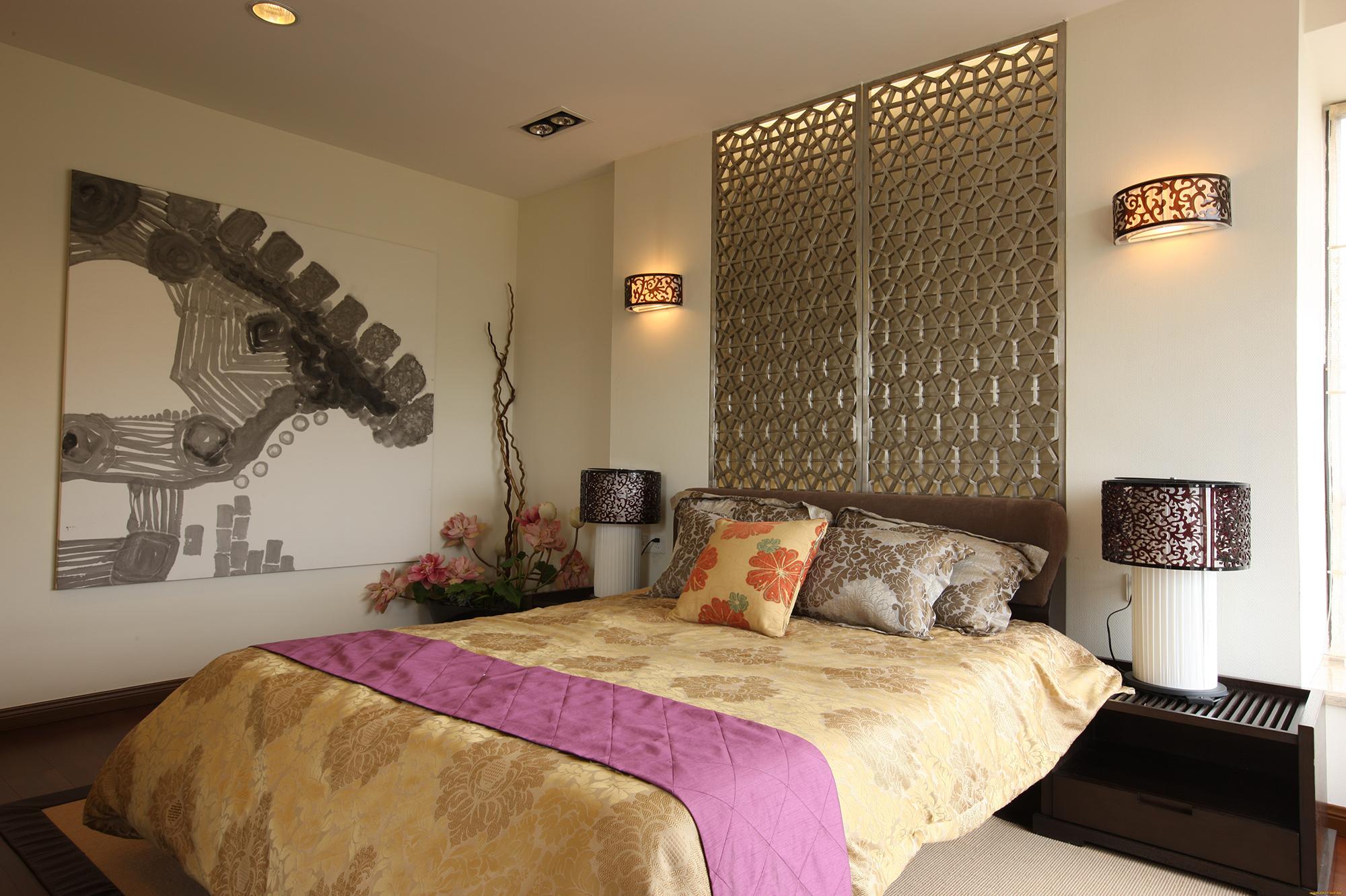 Настенные светильники и настольные лампы в спальне