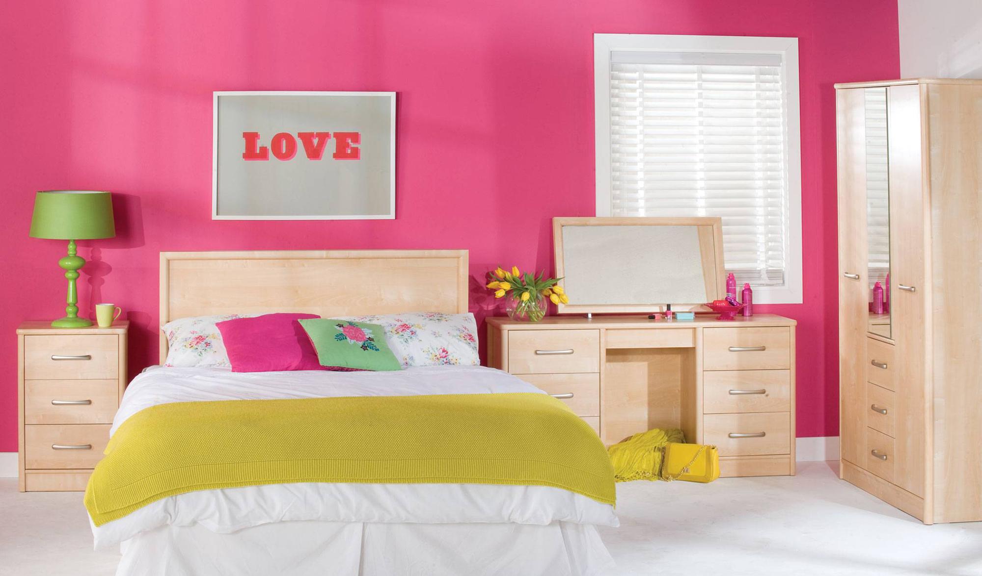Розово-желтая спальня