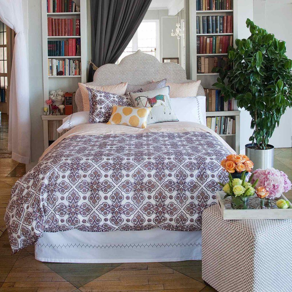 Спальня в спокойных тонах в стиле бохо