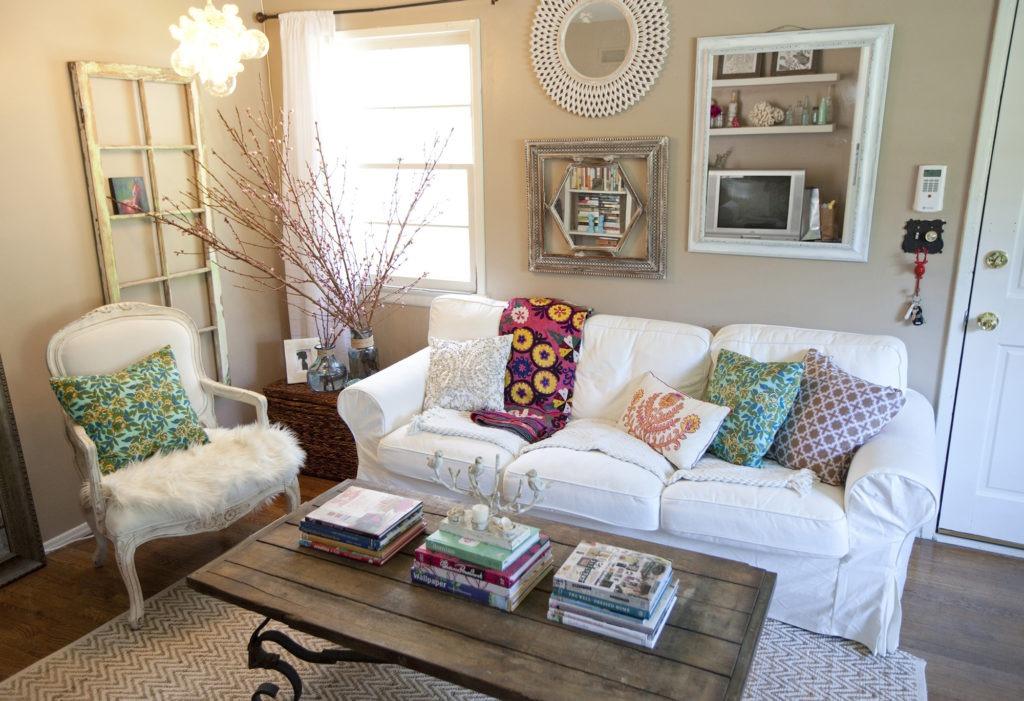 Мебель в гостиной в стиле бохо