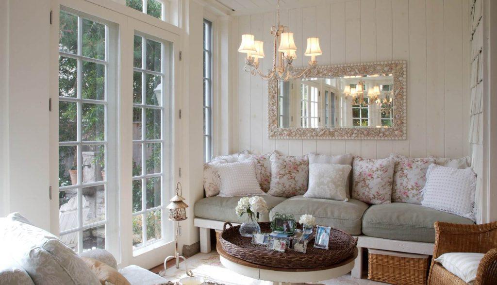Изящная люстра для гостиной в стиле прованс