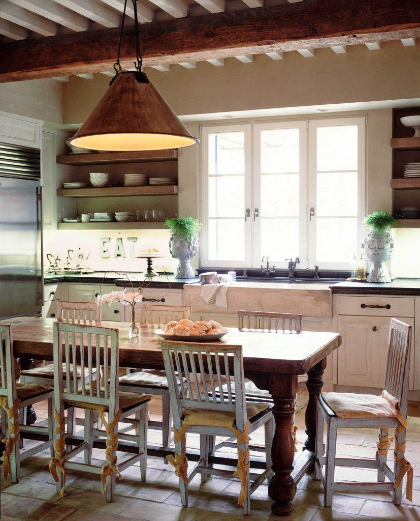 Обеденный стол и стулья для стиля прованс на кухне