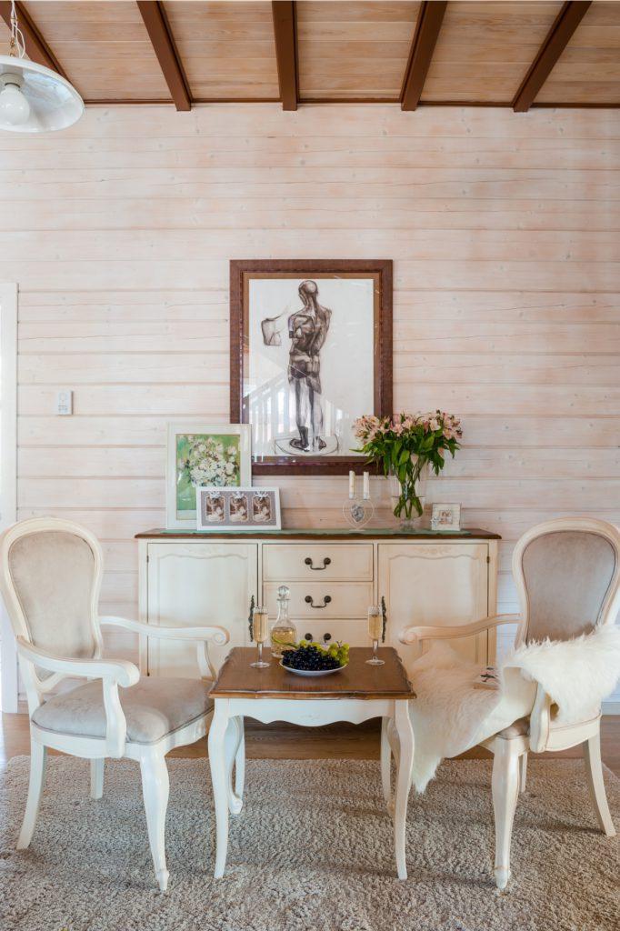 Комод, стол и стулья в стиле прованс