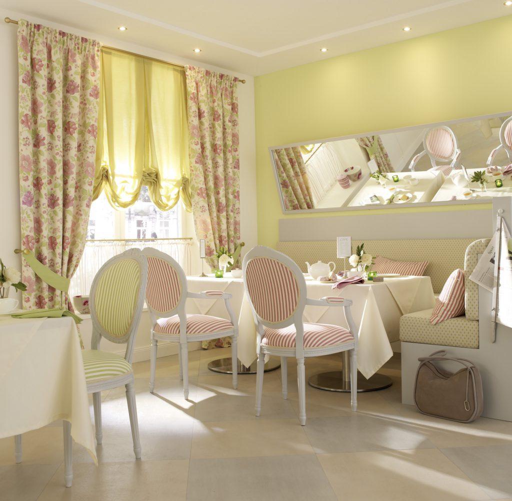Уютное кафе в стиле прованс