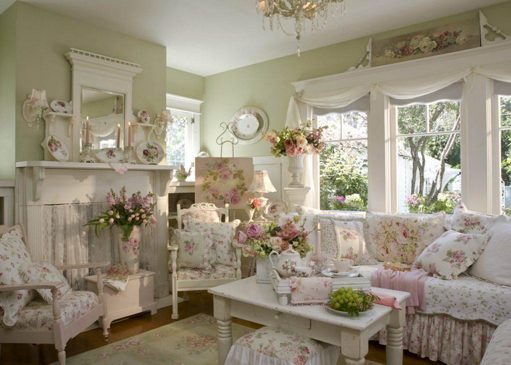 Гостиная в стиле прованс с обильным цветочным декором