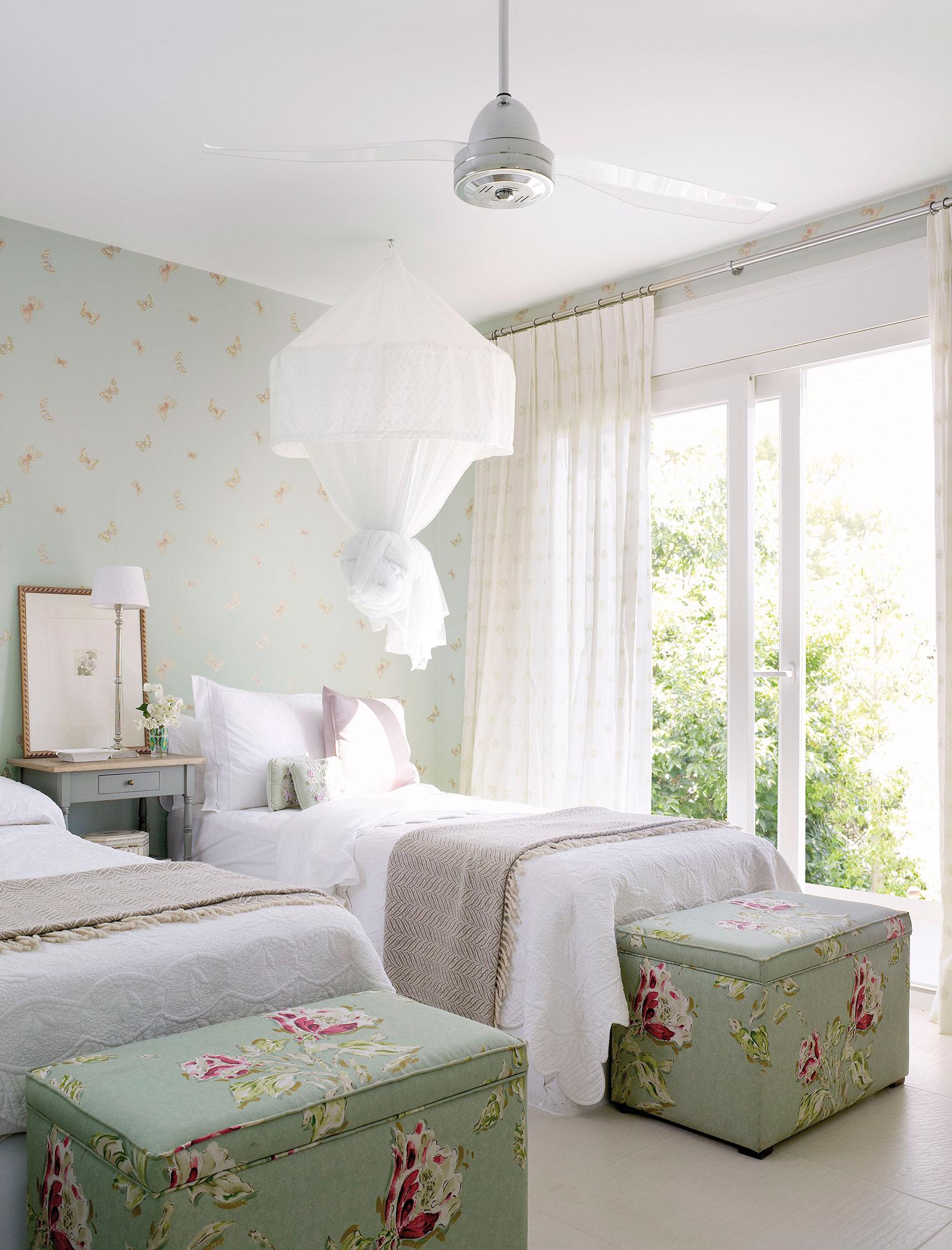 Дизайн штор для детской комнаты светлый