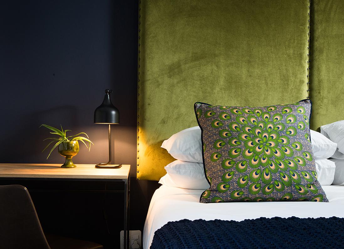 Зеленый текстиль в интерьере