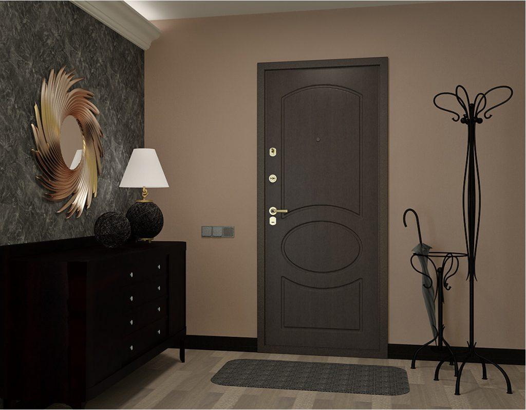 Темная входная дверь в квартиру