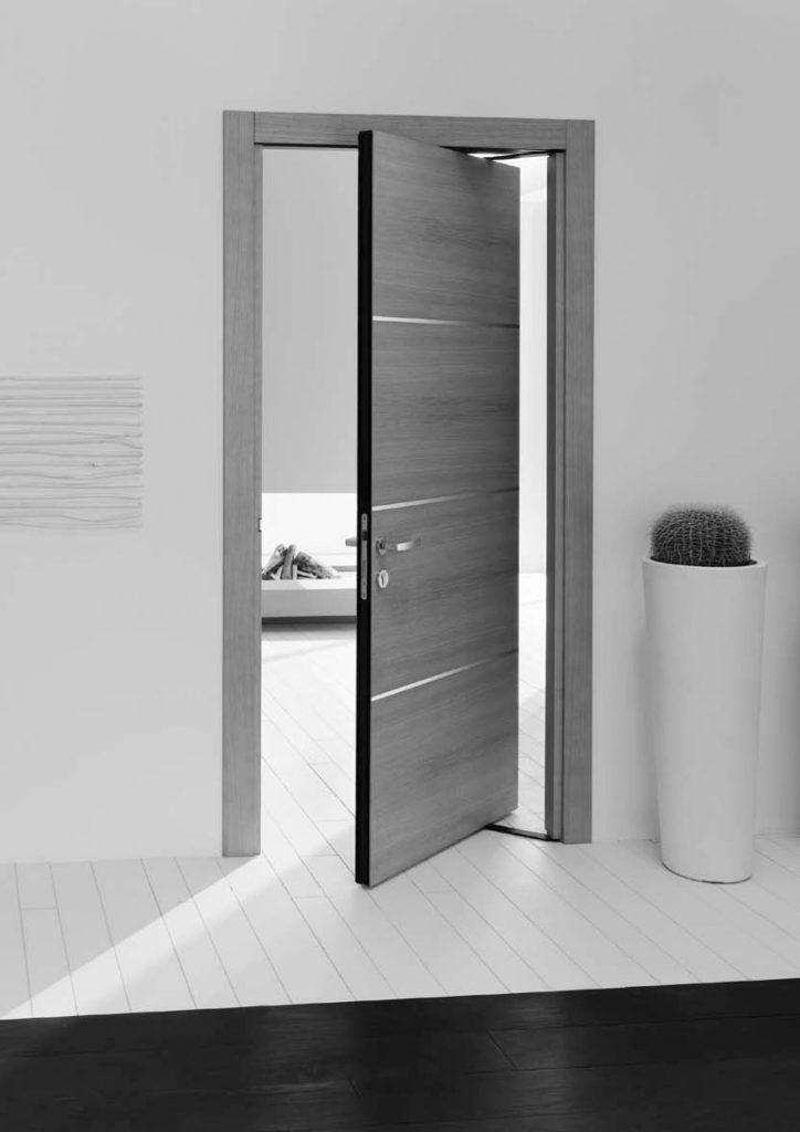 Поворотная черная межкомнатная дверь