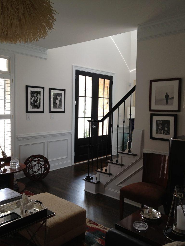 Черные входные двери в дом