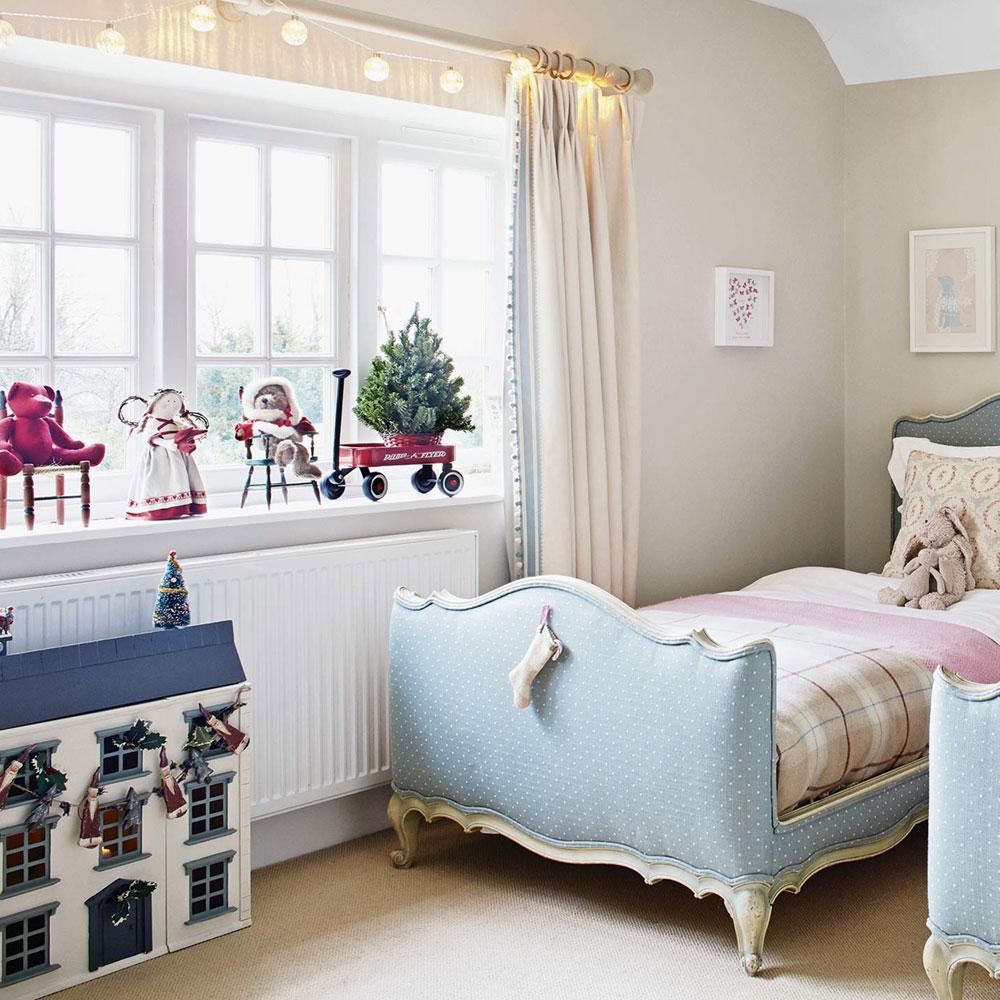 Дизайн штор для детской комнаты в светлых тонах