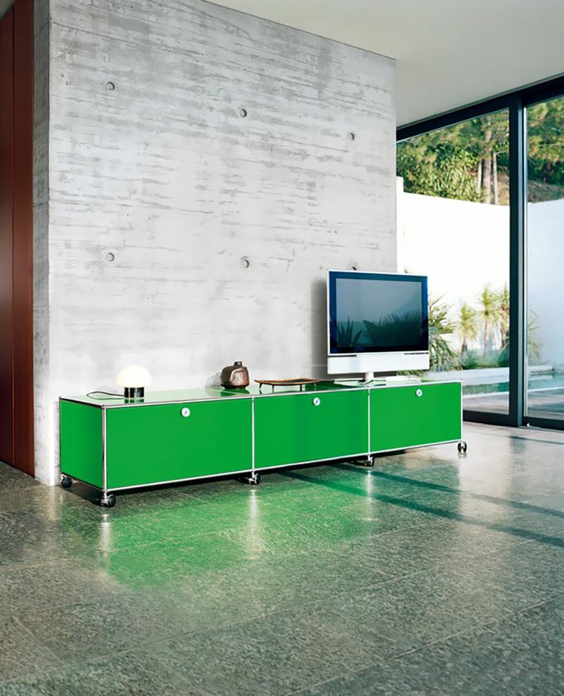 Зеленая тумба в интерьере