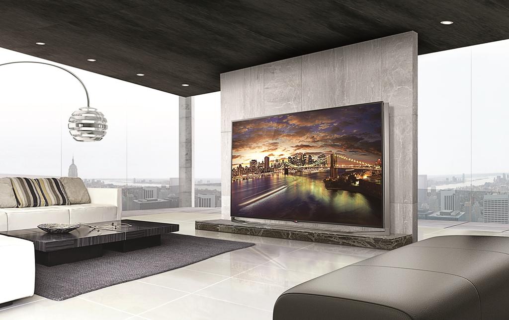 Большой плазменный телевизор в гостиной