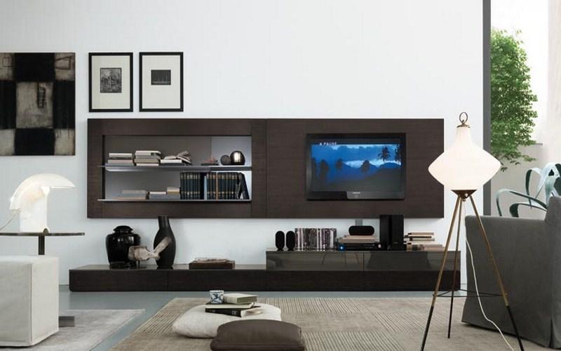 Небольшая деревянная стенка со встроенным телевизором