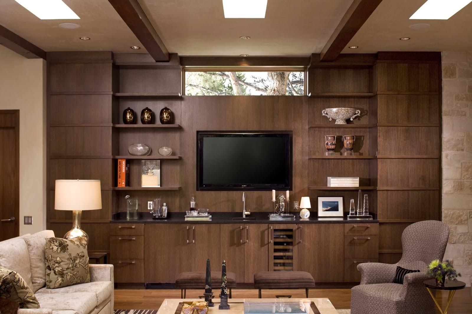 Телевизор в деревянном интерьере